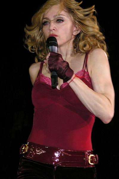 400px-Madonna's_Confessions_in_Paris_3